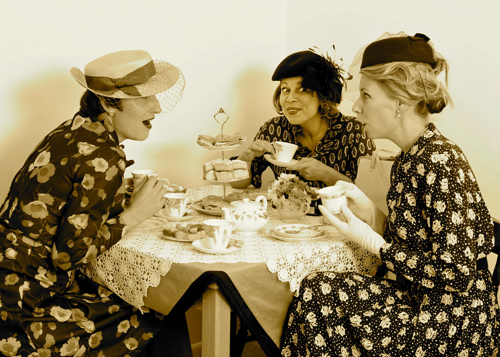 http://www.bite-size.org.uk/wp-content/uploads/2012/01/Big-Bite-Size-Vintage-Tea-Party-Tea-Ladies1.jpg